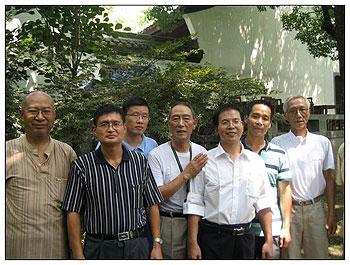朱虞夫(左一)与浙江省民主人士合照。摄于2010年9月。(由邹巍提供)