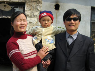 chen_guangcheng_family305.jpg