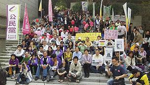 参与周日香港反预算案集会的部分示威者。(粤语部记者戴维森摄)
