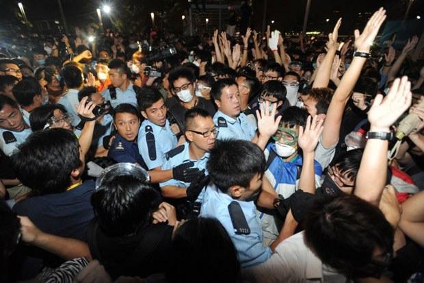 AFP-HK-Police-Clear620.jpg