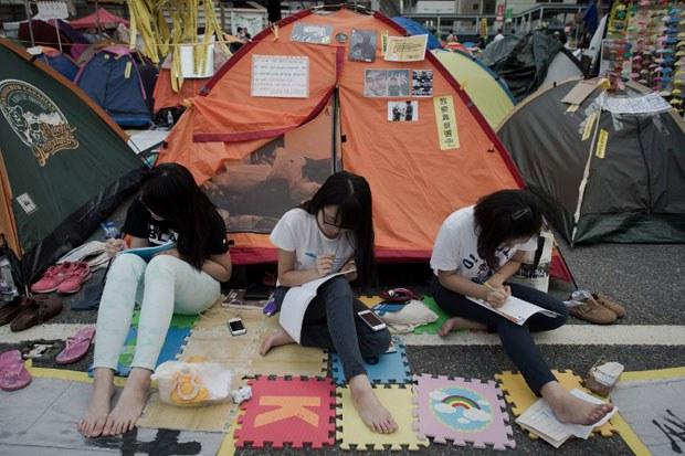 AFP-HK-ZZ-Students-Girls620.jpg