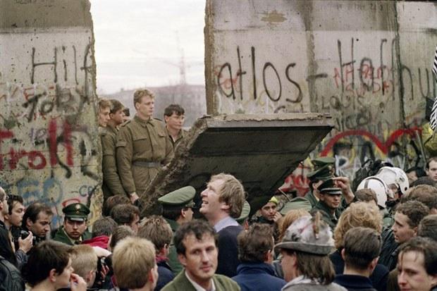 Berlin-Wall1989-Nov11-620.jpg