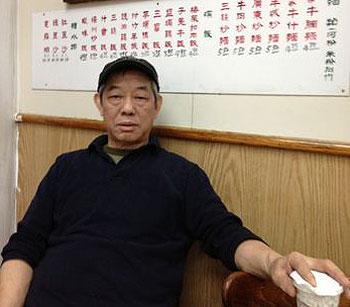 """纽约华埠餐馆""""人人冰室""""的老板关荣濯表示,结业纯粹是退休。 ( 粤语部记者潘加晴拍摄 )"""