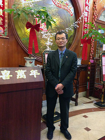 唐人街酒樓經理陳慶文希望華埠社團做多些宣傳活動,吸引更多人到華埠消費。(粵語部記者潘加晴拍攝)