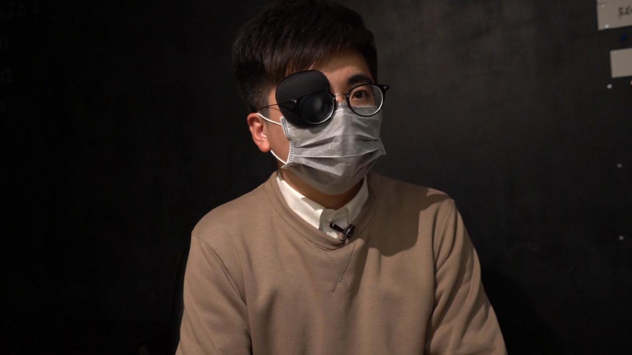 在拔萃女書院任教通識科的男教師楊子俊,於6.12當天到立法會大樓外參與示威活動,卻在毫無任何攻擊情況下,警方突然向他開槍,其右眼中槍被橡膠子彈打盲。(李智智 攝)