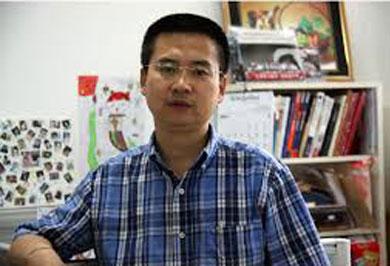 北京外國語大學新聞及傳播學系教授喬木表示,中國紙媒營運承受莫大壓力,除訂戶銳減外,廣告量及廣告費都告下挫,有些廣告商更未能以現金繳付廣告費,改以實物頂替。(微博)