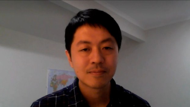 许智峯透过视像接受访问。(视像截图)