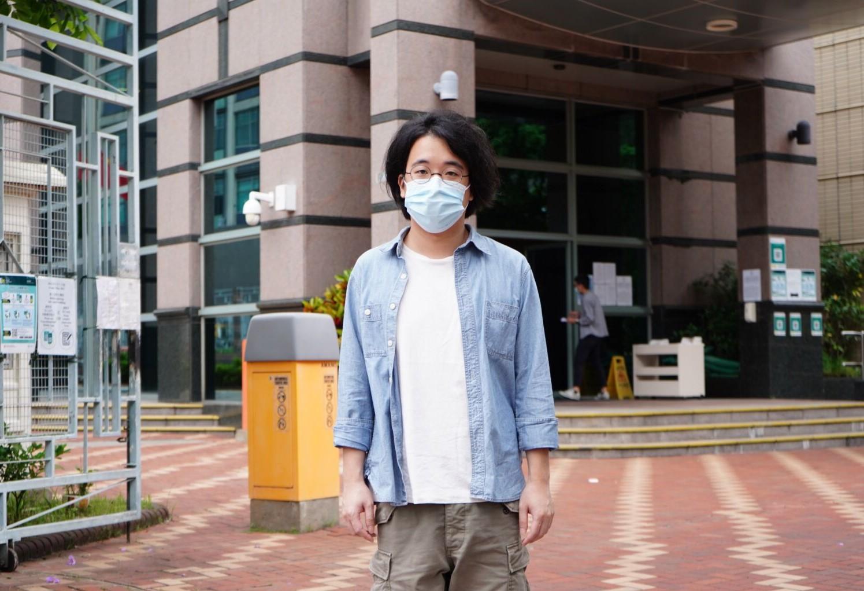 连桷璋周二(31日)被判无罪释放,离开法院。(文海欣 摄)