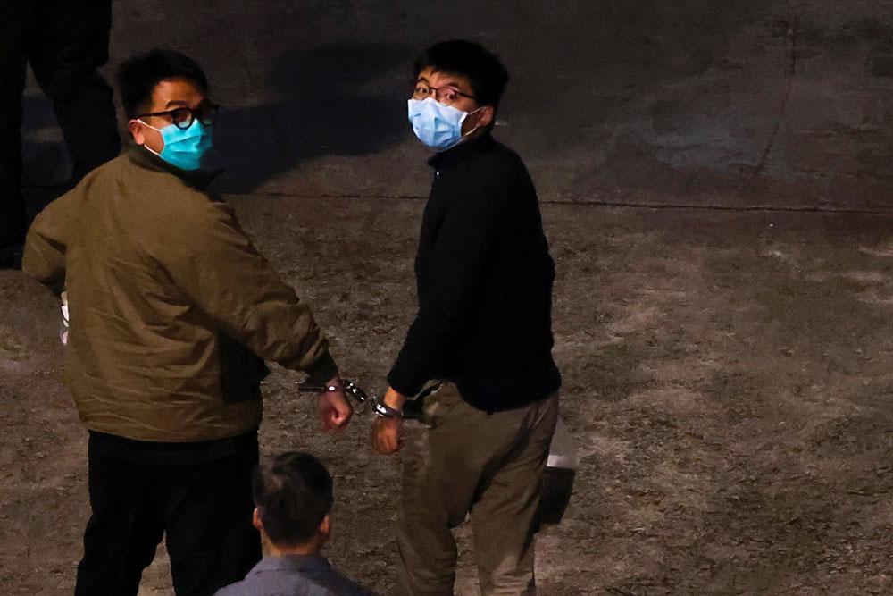 前香港眾志秘書長黃之鋒(右)及前主席林朗彥(左),被判監1年至7個月不等。(路透社資料圖片)