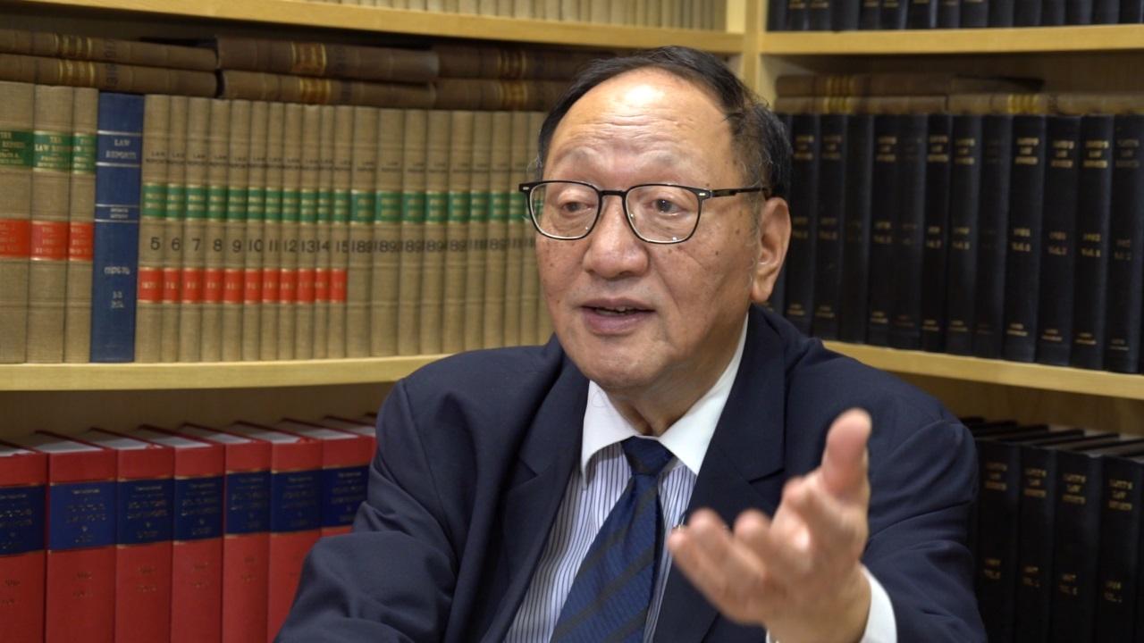 曾经是香港廉政公署总调查主任的大律师查锡我,吁港府尽快成立独立调查委员会,对警方展开调查,以解决社会危机。(邓颖韬 摄)
