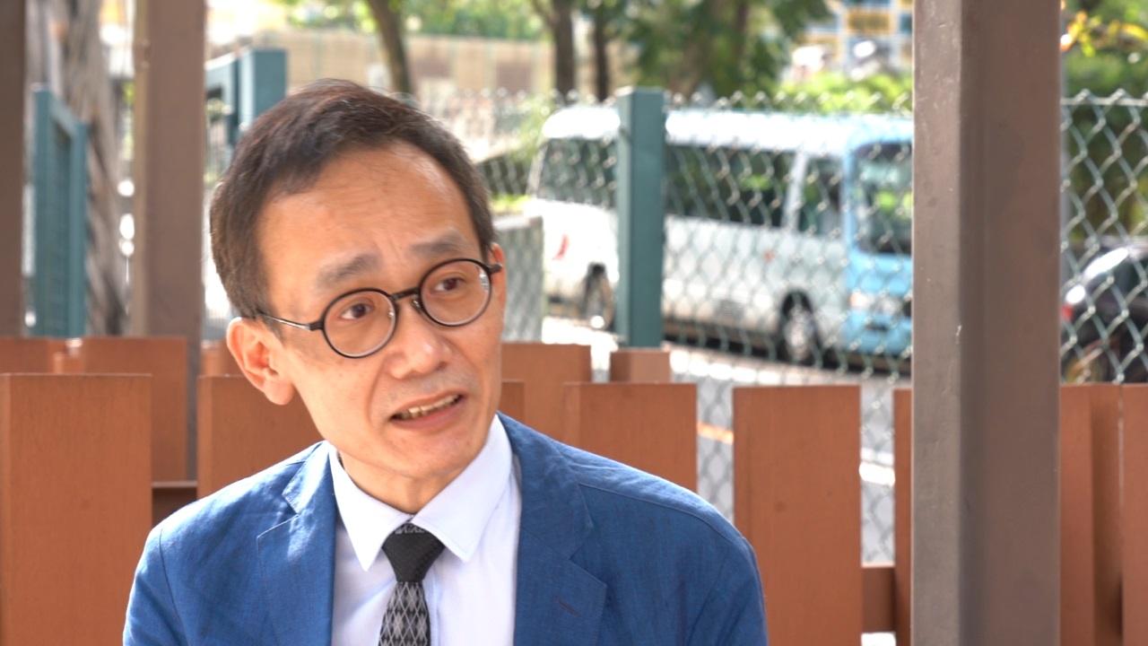 香港东区区议员徐子见联同另外五位警暴受害人发起众筹追究警队。(邓颖韬 摄)