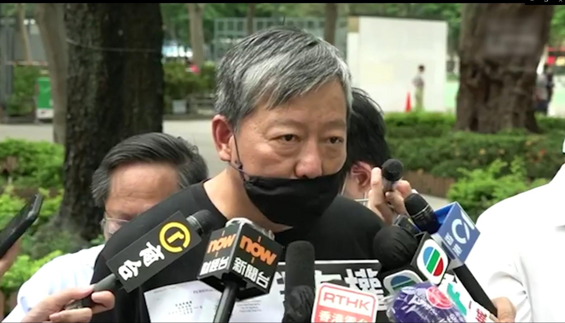 2020年,香港维园六四烛光晚会首次遭警方反对。组织晚会的支联会主席李卓人批评,警方是以限聚令和抗疫作藉口,打压六四集会,这亦代表著「一国两制」结束。(邓颖韬摄)
