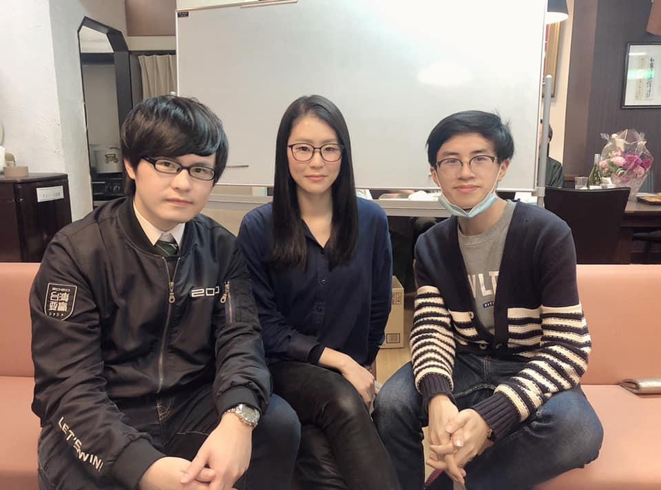 (左起)網紅「東京自耕農」Leo、平野鈴子和香港在日留學生何嘉軒。(受訪者提供)