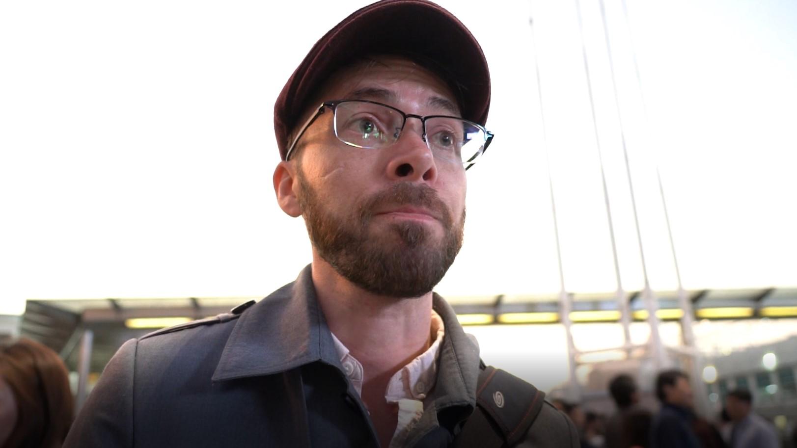 美国访港游客阿当(Adam Roberts)表示,对香港警察的暴力行为感到惊讶。(李智智摄)