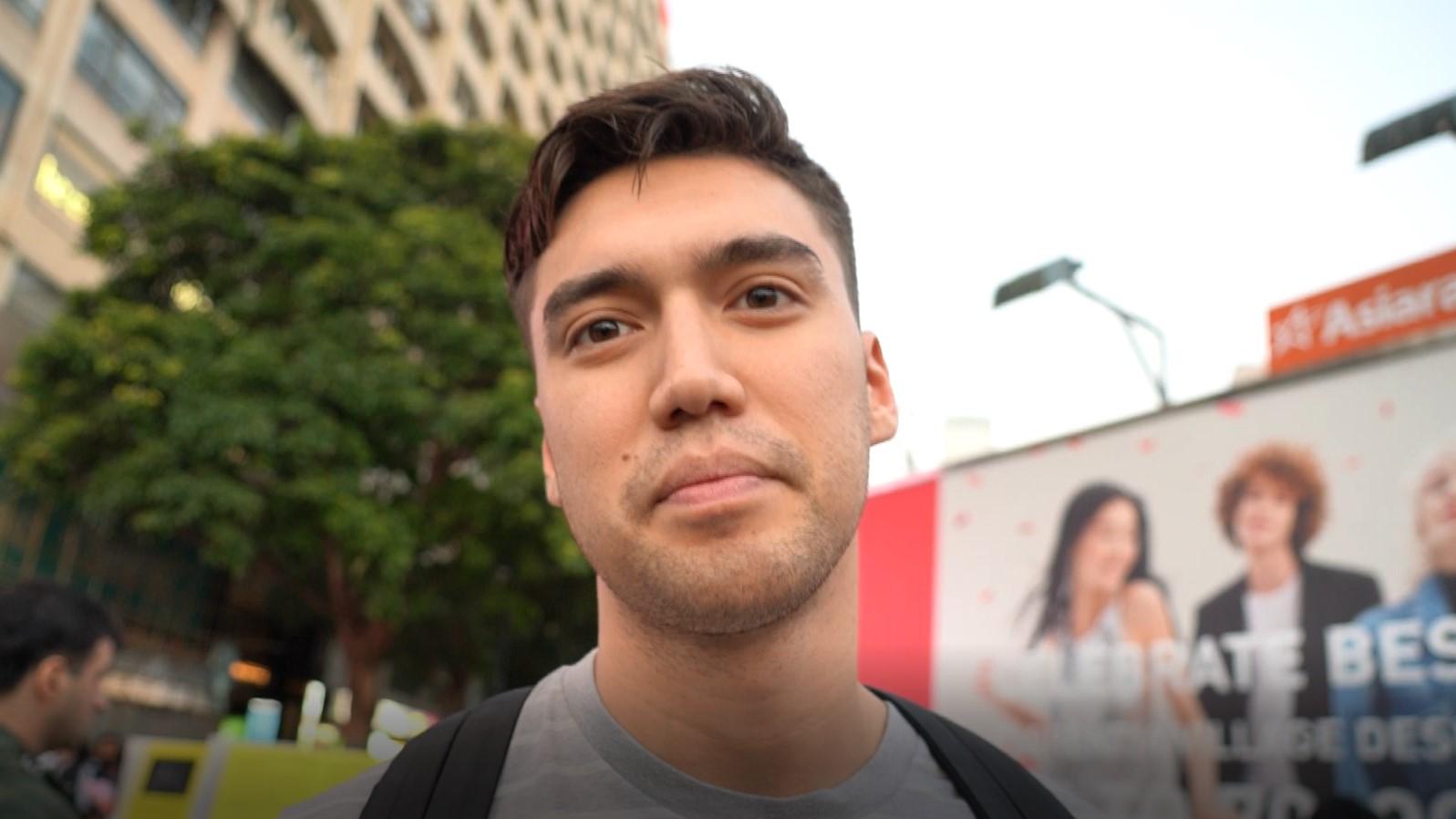 出生於香港、現居英國的楊格(Young Sum)認為,香港人面對警暴仍然堅持抗爭,為此感到自豪。(李智智攝)