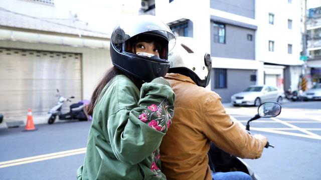 採訪才剛結束,黃捷便乘電單車趕往下一個地方進行探訪。(Paul Lee 攝)