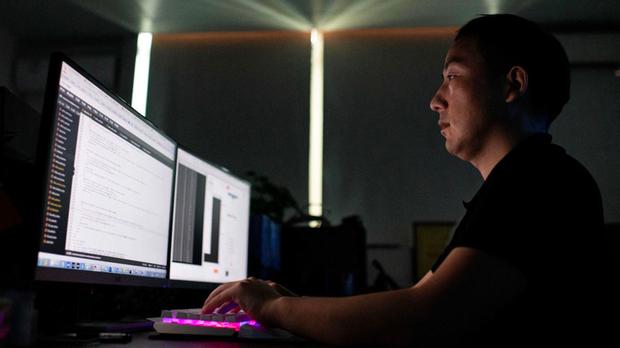2020年8月4日,「中國紅客聯盟」成員攝於該組織的東莞辦公室。該黑客組織帶有強烈民族主義色彩,號稱不利用網路技術入侵自己國家的電腦。