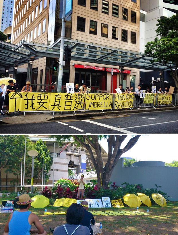 """留学生在示威区的草地张开黄色雨伞,并在围栏挂上支持香港雨伞革命的横额,同时展示中国国家主席习近平、美国总统奥巴马和俄罗斯总统普京,张开黄色雨伞的漫画造型。(图片来自""""全球声援香港争取普选""""Facebook)"""