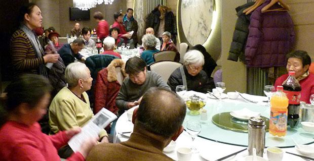 天安門母親今年春節聚餐人數明顯少於往年,甚至氣氛有些悲涼。(天安門母親官網﹐攝於2015年2月2日)