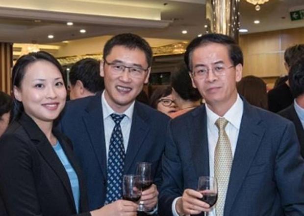 莊永新與中國駐澳大利亞大使成競業於2017年的合照。(網路圖片)