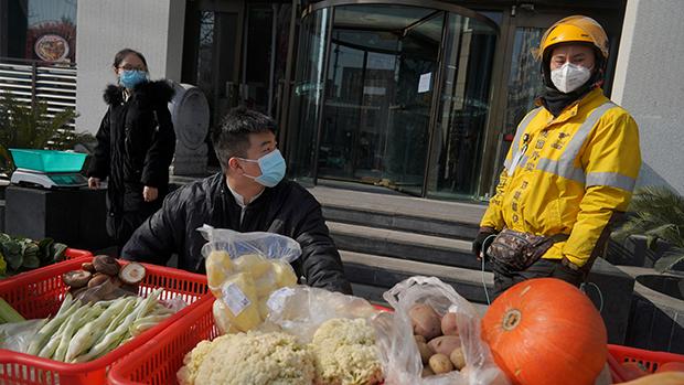 北京進入封城狀態 習近平戴口罩視察首都