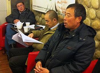 陈克贵父亲陈光福(左三)亦在会上发言。(照片由网友屠夫提供)