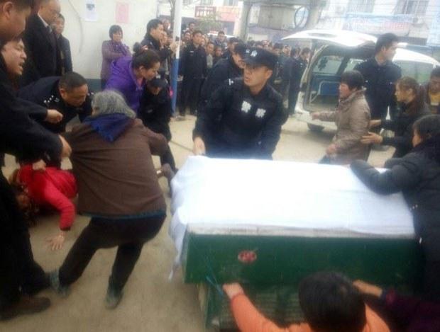Henan-Hospital-death-clash100.jpg