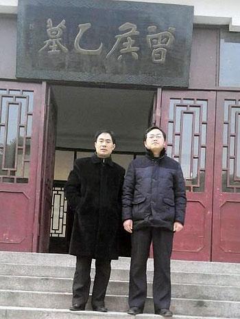 民生观察负责人刘飞跃(右),因拒绝当局不发帖的要求被行政拘留。(民生观察网站)
