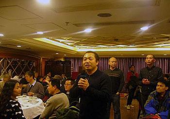 2012年12月29日,北京维权律师丁家喜与现场一百五十名民众,参与公民饭局,丁律师并于会上发言。(律师丁家喜提供)