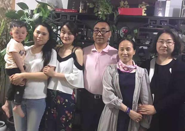 赵中元夫妇与709妻子们在整个案中,为他们家属和律师们诊治,也亲证了709酷刑。(赵中元提供 / 拍摄日期不详)