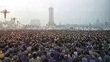 1976年4月5日清明节期间,在北京天安门广场发生的大规模群众非暴力抗议事件为代表的全国性的非暴力抗议活动。最多时约有200万人参加。