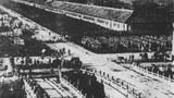 1900年的庚子,八國聯軍攻入北京,中國險遭列強瓜分。圖為八國聯軍在天安門前列隊。