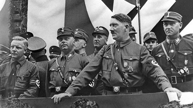 當年的納粹德國,刻意混淆了「國家」與「納粹」的概念,不少被洗腦後的德國民眾以為:沒有納粹就沒有德國的存在。