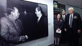 1972年2月21日-28日,时任美国总统的尼克逊应时任中华人民共和国国务院总理周恩来邀请(黑白图),对北京、杭州和上海进行访问,这是美国总统历史上第一次访问中华人民共和国。