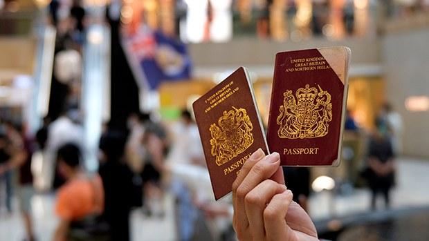 英国拨款助BNO移居港人融入当地 中国使馆:伪善!
