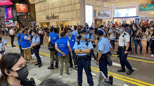 6.12兩周年警方於銅鑼灣封鎖街道禁止市民集會。