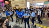6.12两周年警方于铜锣湾封锁街道禁止市民集会。