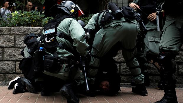 香港民主党建议缩减警队编制 全民派钱1万港元