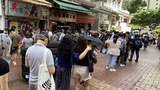 Chickeeduck 新店开业受国安处滋扰     激发市民排队购物支持