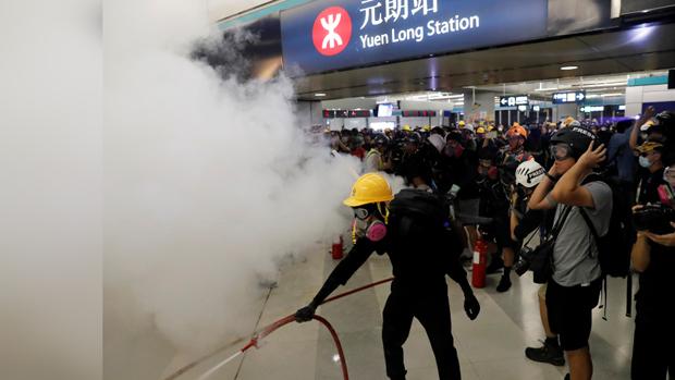 元朗事件4个月港铁站下午关闭   有商场店铺落闸
