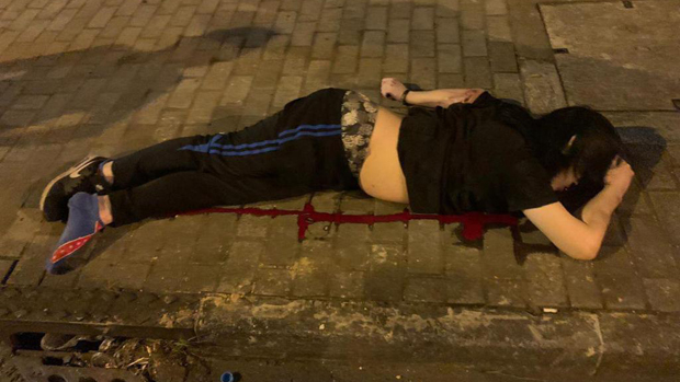 葵福路有一名男子被發現昏迷在地上。(本台聽眾提供)