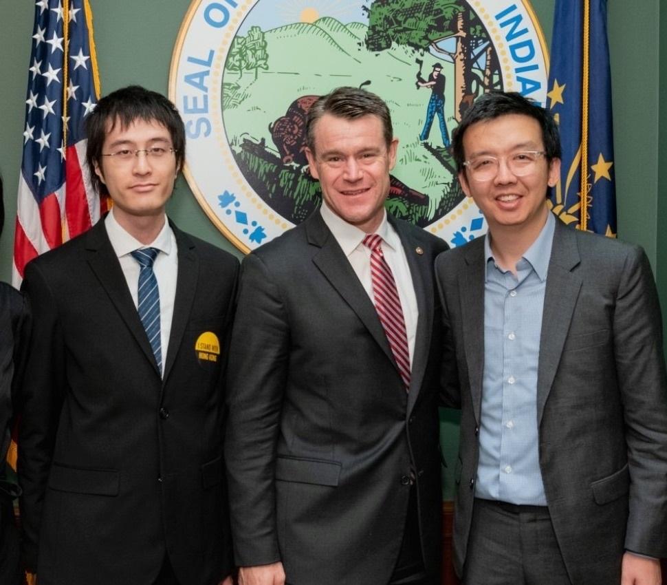 李宇轩(左)曾与正被香港警察引用国安法通缉的朱牧民(右),在美国为香港民主运动开展游说工作。(受访者提供/拍摄日期不详)