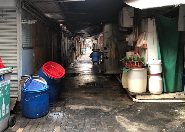 佐敦區不少後巷衛生環境惡劣。(文海欣 攝)