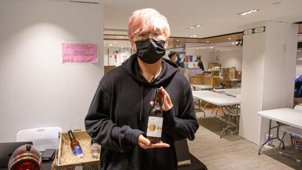 售賣手工啤的「香港城釀」負責人Harry說,事到如今已經不能再畏懼。(張展豪 攝)