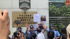 香港多个团体游行至中联办 要求释放在囚的维权律师