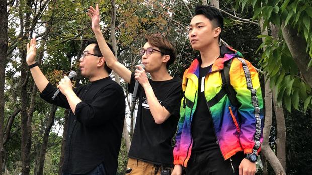2020年1月1日,香港民间人权阵线发起元旦大游行。发言人岑子杰(右)表示,要和被秋后算帐的人同行。(文海欣 摄)