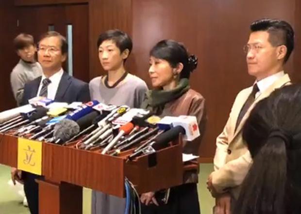 民主派議員表示,國際專家小組請辭令香港國際聲譽受損,並促請政府盡快成立獨立調查委員會。(陳淑莊臉書視頻截圖)