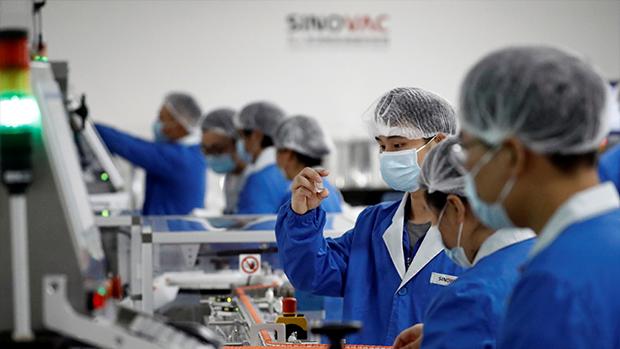 爭議聲中科興疫苗獲准在港緊急使用 預計首批周五下午抵埠