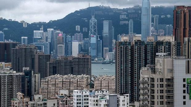 周一(20日)香港地產股顯著受壓,香港五大地產家族:長實、新地、恆基、新世界及信和置業,單日市值合共蒸發逾830億港元。