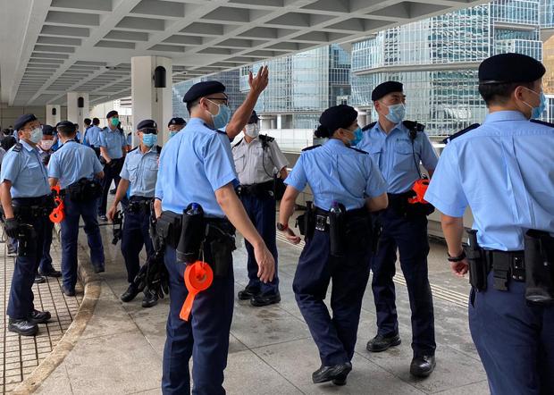 2020年9月17日,高法院外有多名军装警员戒备。(刘少风 摄)
